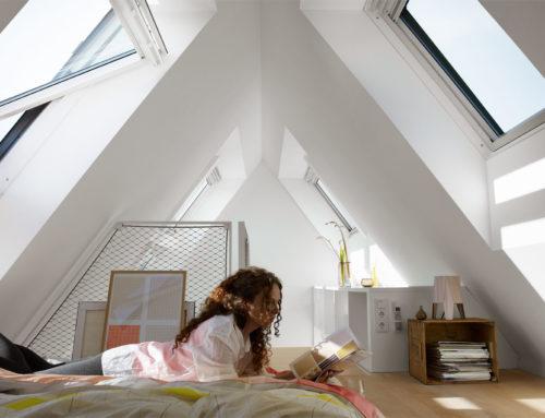 Un moderno dormitorio o una sala de lectura, aprovecha tu cubierta inclinada para cumplir tu sueño abuhardillado